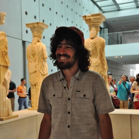 הקאריטידות ממקדש האריכטאון [מראה מאחור], מוזיאון האקרופוליס החדש.
